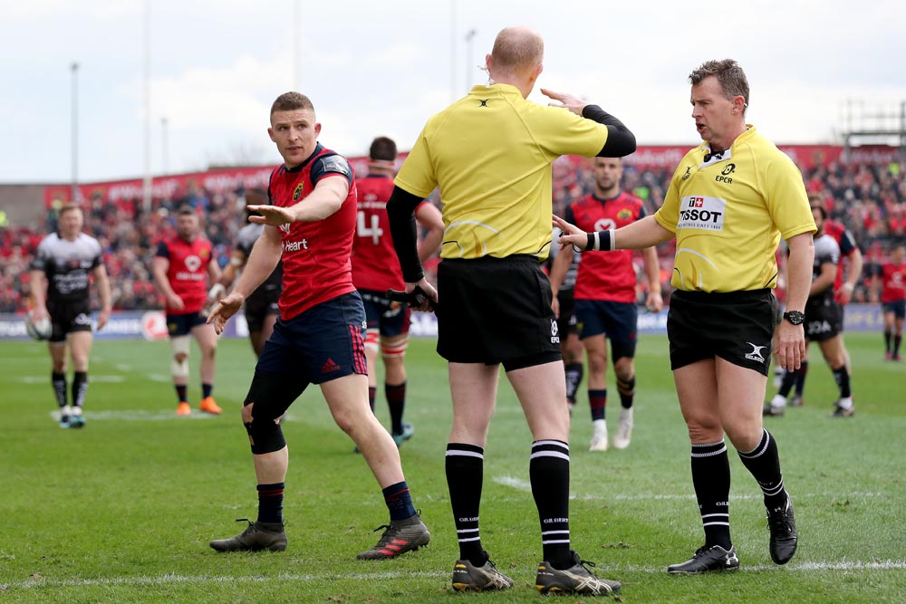 Andrew Conway appeals to Referee Nigel Owens 31/3/2018
